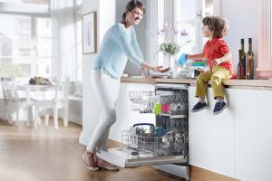 Chia sẻ kinh nghiệm sửa dụng máy rửa bát an toàn hiệu quả