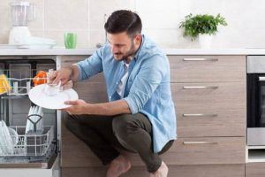 Cách vệ sinh máy rửa bát nhanh, sạch, hết mùi hôi